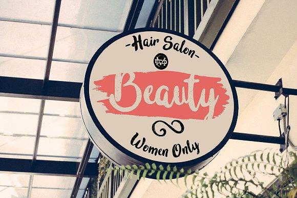 In blossom门店logo创意手写英文字体下载